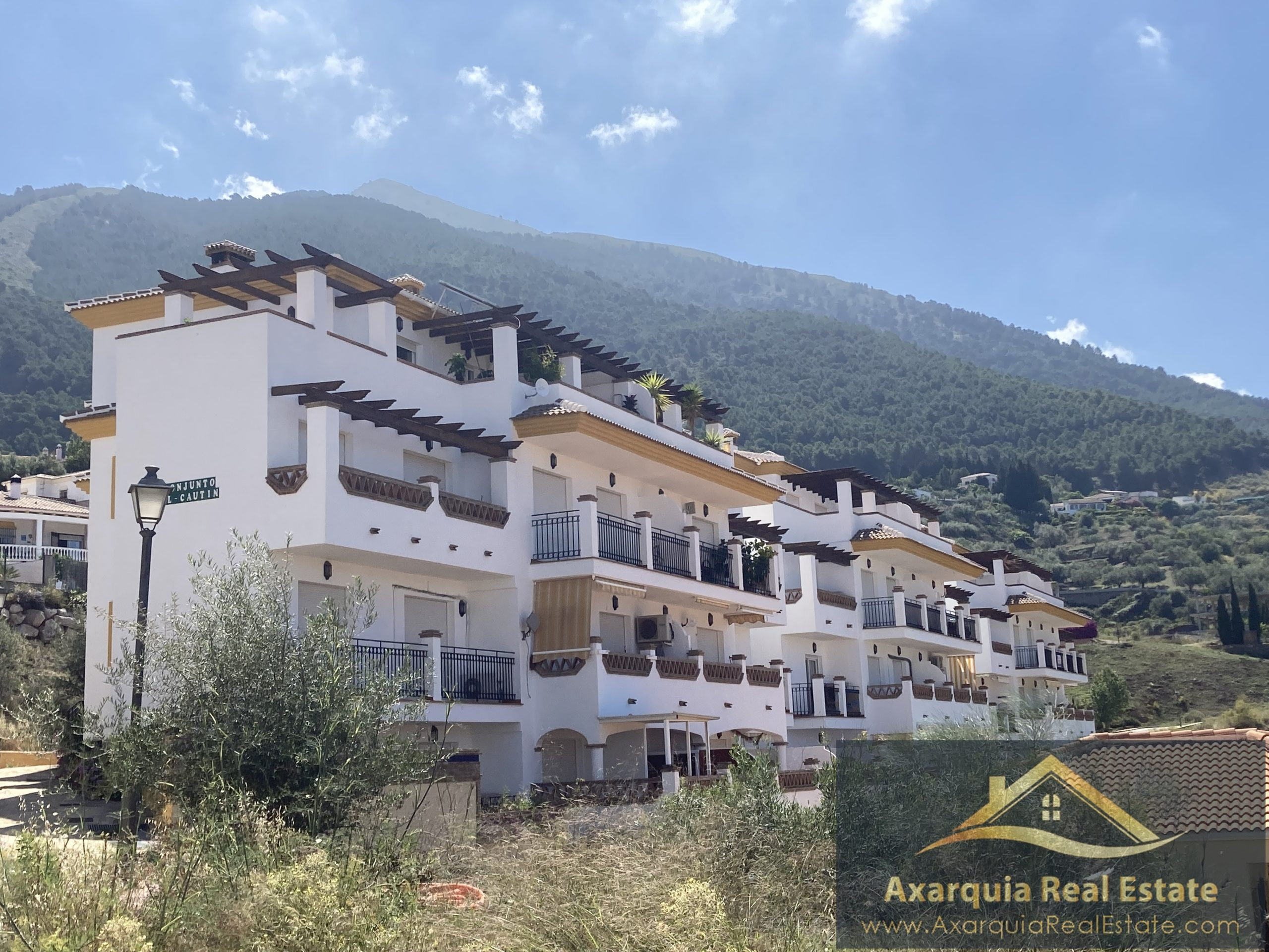 1 bedroom apartment in Alcaucin with stunning views.