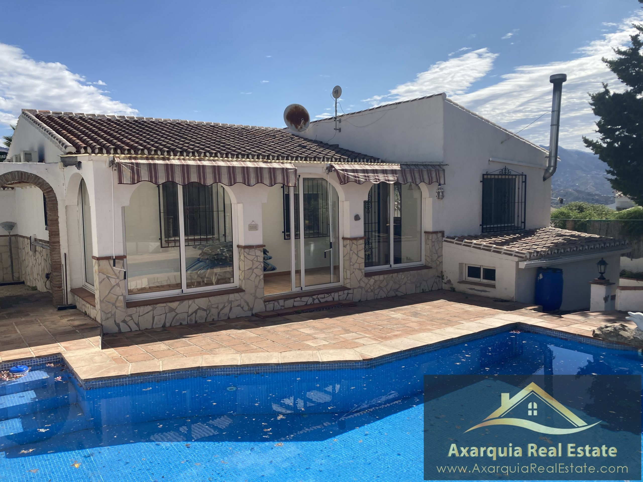 3 bedroom villa in Los Romanes with swimming pool and car port.