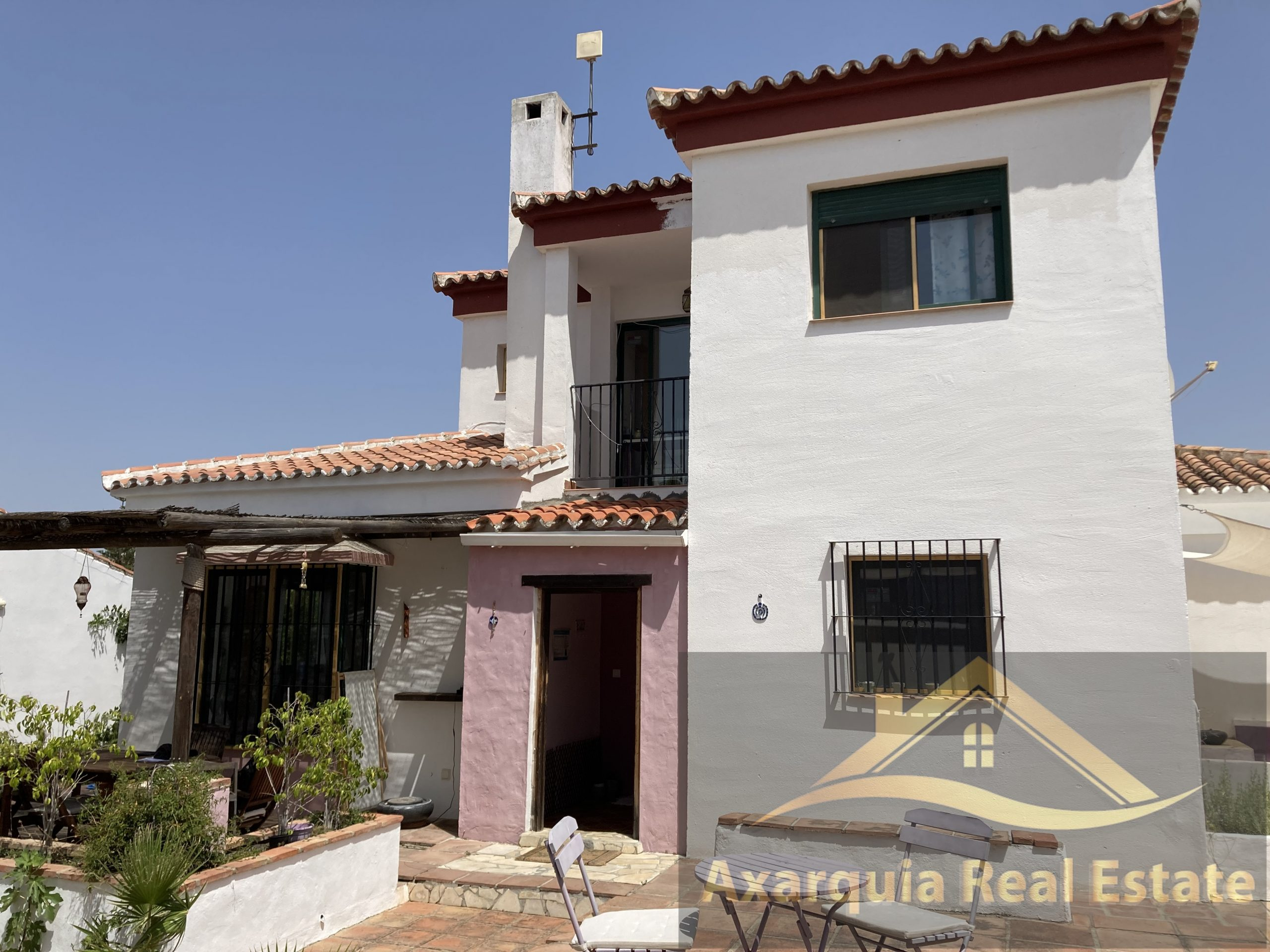 3 bedroom Villa in Puente don Manuel with swimming pool.